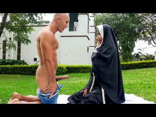 [bangbrosclips.com / bangbros.com] yudi pineda - dirty nun fucks the gardener (31.03.2019)