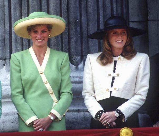 Проблемы с весом, личная жизнь: Сара Фергюсон впервые за 20 лет дала интервью Сара, герцогиня Йоркская — писательница, меценат, общественный деятель, кинопродюсер и телеведущая. Бывшая супруга