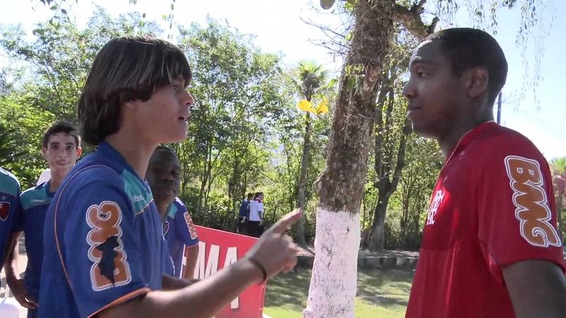 Promessa é divida Renato Abreu cobra menino da base