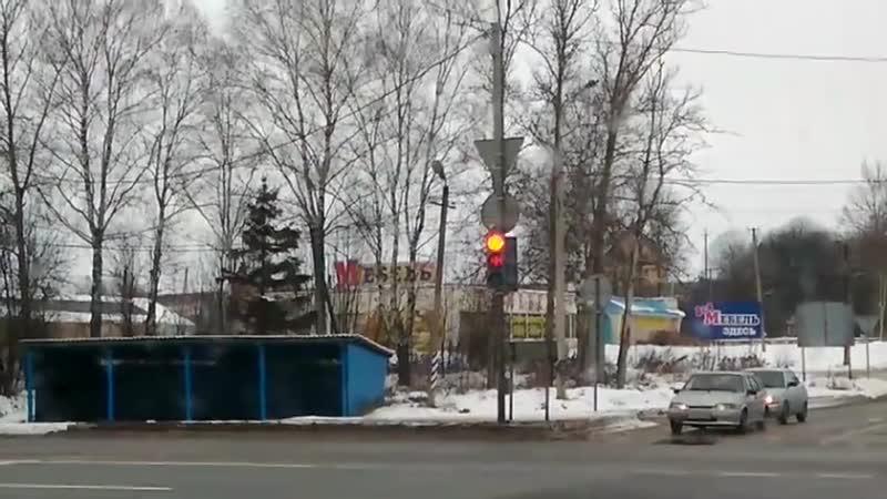 Неадекватный светофор на выезде из Вязьмы на трассу М 1