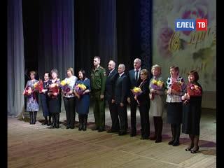 Юбилейные медали, теплые пожелания и праздничный концерт: в ГДК состоялось торжественное собрание общественности