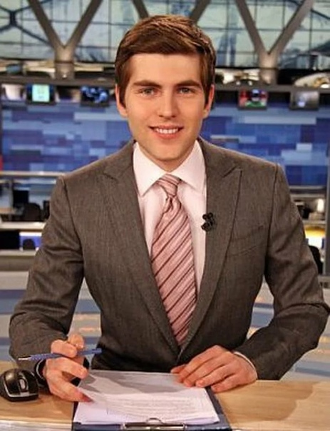 Дмитрий Борисов Дмитрий Борисов – журналист и телеведущий Первого канала, продюсер документальных фильмов. Лауреат индустриальной телевизионной премии «ТЭФИ». Несмотря на успех, который