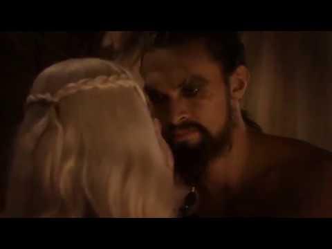 Кхал жарит Дейенерис Таргариен (Эмилия Кларк) Игра престолов
