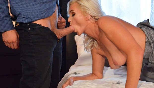 WOW Amazing natural MILF gets creampie # 1