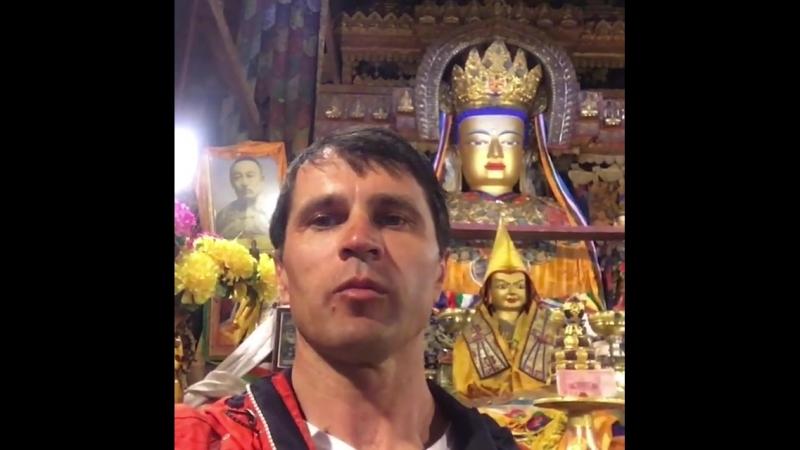 Монастырь Пхекхор Чодэ, Тибет. В день накануне Сагадава ( день Рождения, Просветления, ухода в Паранирвану Будды Шакьямуни). Сос