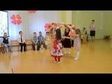 Очень красивый танец с веночками, утренник 8 МАРТА, младшая группа