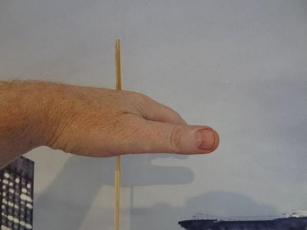 Жёсткий трюк-иллюзия с протыканием руки ! Слабонервным не !
