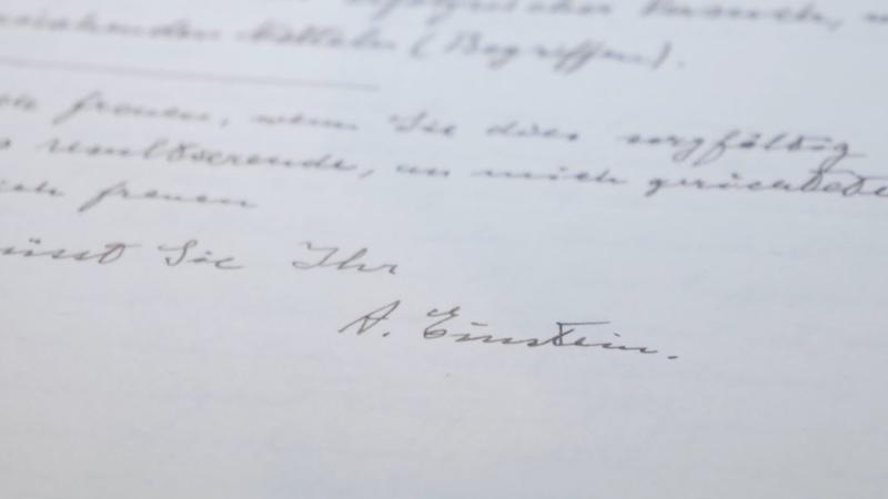 В США на аукционе выставили письма Альберта Эйнштейна