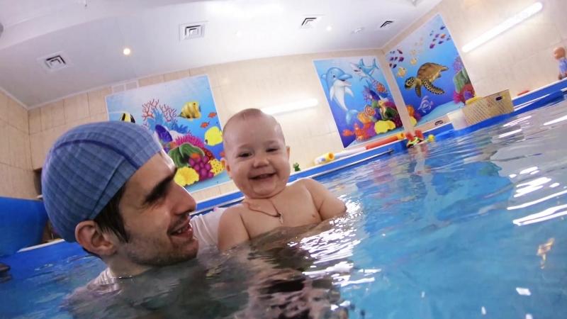 Подводная видеосъемка в центре семейного плавания АкваKid Смотрите как Алиса проводит время весело и с пользой