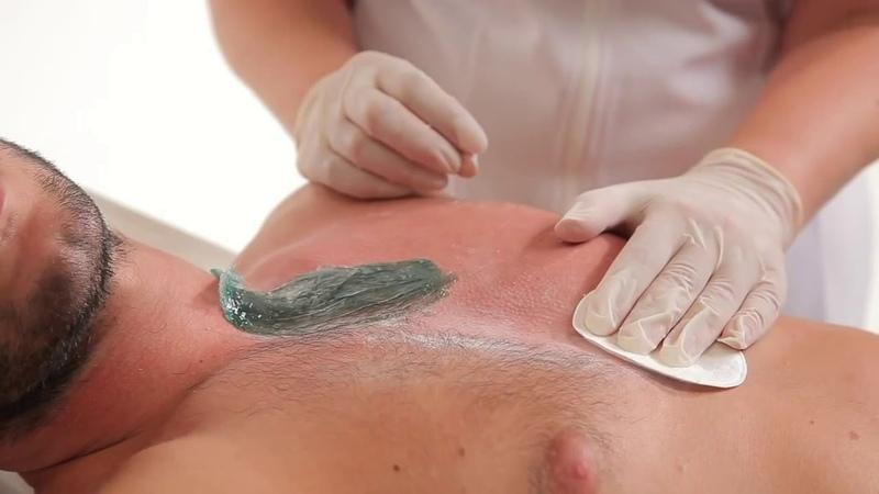 Депиляция плёночным воском Italwax на чувствительных участках тела.