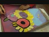 Сияна пишет букет цветов.