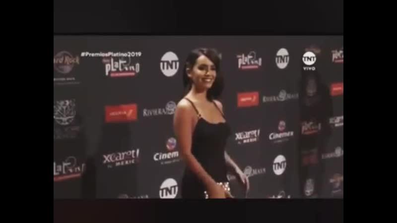 Antes de pisar la alfombra roja de PremiosGardel2019 les cuento de este look que AME para Premiosplatino en Mexico!