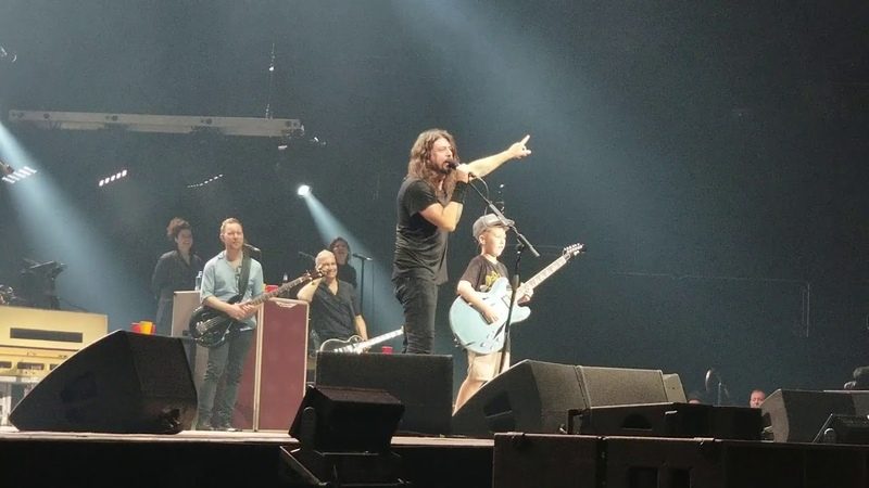 Foo Fighters cover Enter Sandman w/ 10 year old LIVE KC