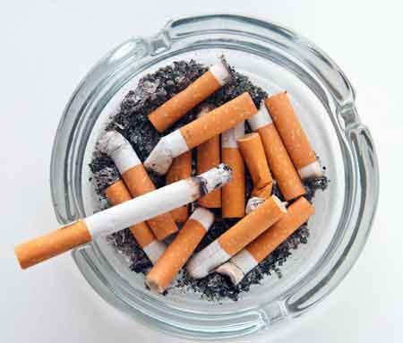 Курение сигарет является основной причиной хронических респираторных заболеваний.