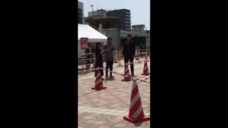 9Jun2018 CD-Handshake event at Minatomachi River Place, Osaka - HJ making mid-closing speech before he left for lunch! Apparentl