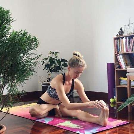 Yoga_tamara video