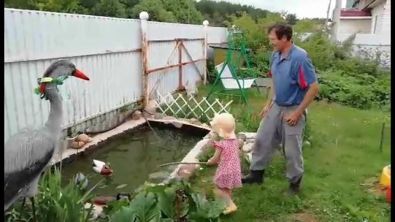 Как деда с внучкой ловят Ыбу! : Алине 2,5 года... А деду 50! :