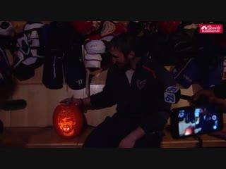 Happy Halloween, babes! Here's Ovi with an Ovi-Lantern.