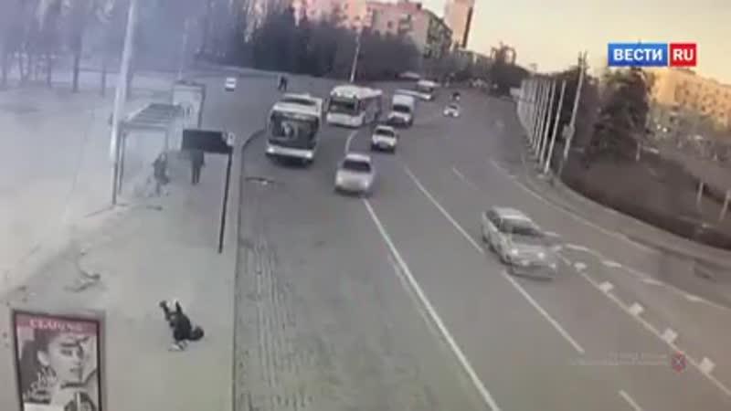 ВестиRu Уснула за рулем волгоградская студентка сбила человека и снесла остановку