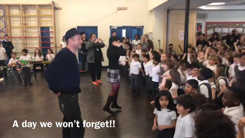 Damon Albarn with children from his old primary school in Leytonstone