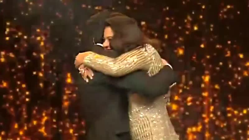 RIP MY HEART . - @iamsrk @KajolAtUN - you just murdered a whole fandom !!