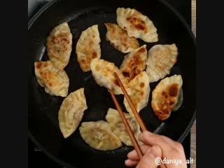 Сегодня на обед у нас супер вкусные корейские пельмени манду | Больше рецептов в группе Вкусные Советы