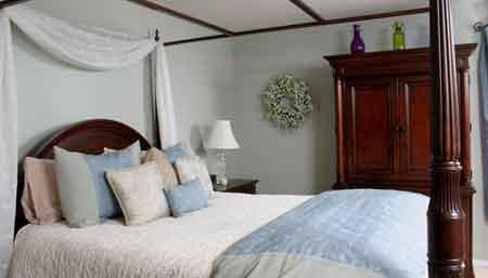 Простыни, одеяла, подушки и наволочки должны быть очищены, чтобы избавиться от постельных клопов