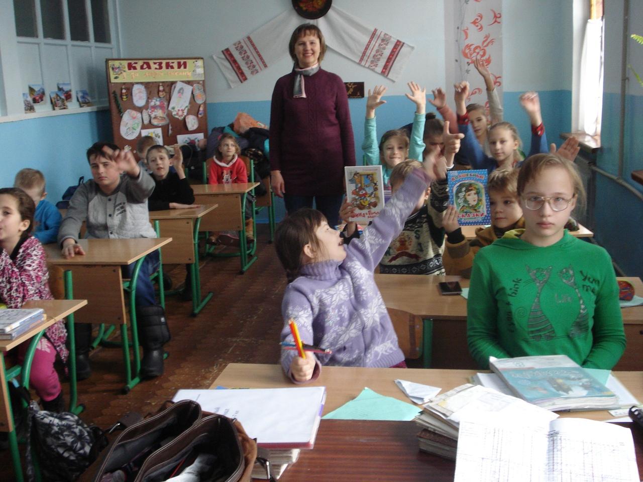 """отдел обслуживания учащихся 5-9 классов, донецкая республиканская библиотека для детей, библио-магия """"Зимняя сказка"""", истории о ели, интересные книги о зиме"""
