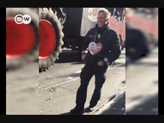 Танцующий полицейский из Германии