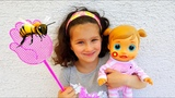 Alice protects а baby from bees. Fun pretend play with dolls and nursery rhymes songs Video for kids