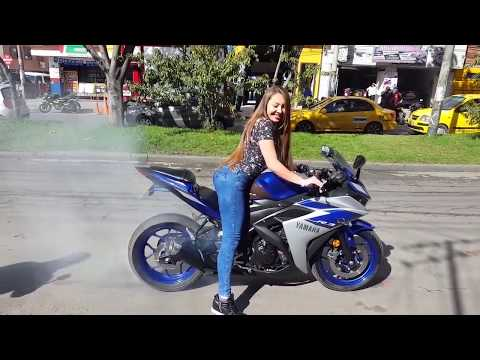 Девушки на мотоциклах зажигают Biker Girls