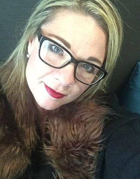45-летняя мамаша бросила работу и стала придумывать секс-игрушки 45-летняя британка Аманда Смит бросила работу и устроилась дизайнером секс-игрушек. По словам Аманды, она даже не ожидала, что