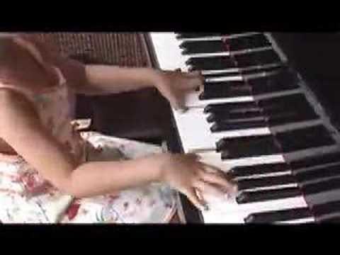 Sora plays Mozart Sonata K545 (6 year old )