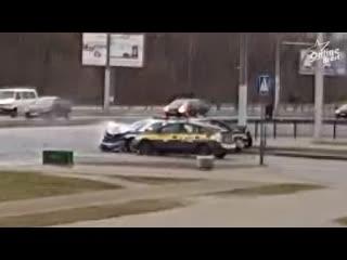 Как все было на самом деле! Появилось четкое видео столкновения такси и ГАИ в Бресте