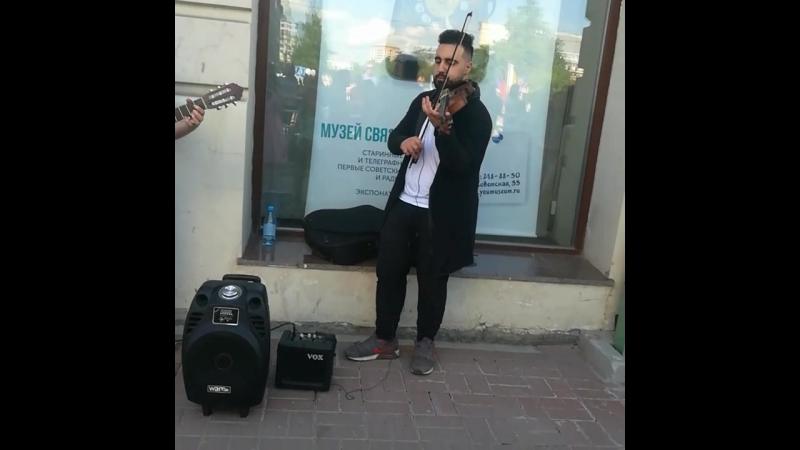 Скрипка и гитара на площади Ленина.