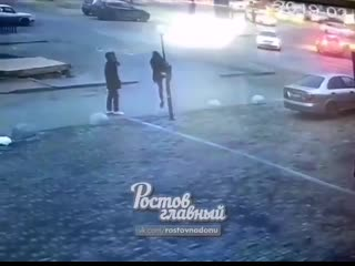 16 февраля около 18 часов на Нансена 135 (район ТЦ Рио) группа вандалов разбила несколько фонарей. Если кто-то узнал дикарей на
