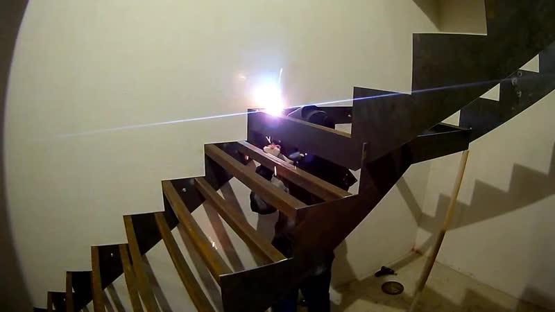 Сварной металлокаркас лестницы