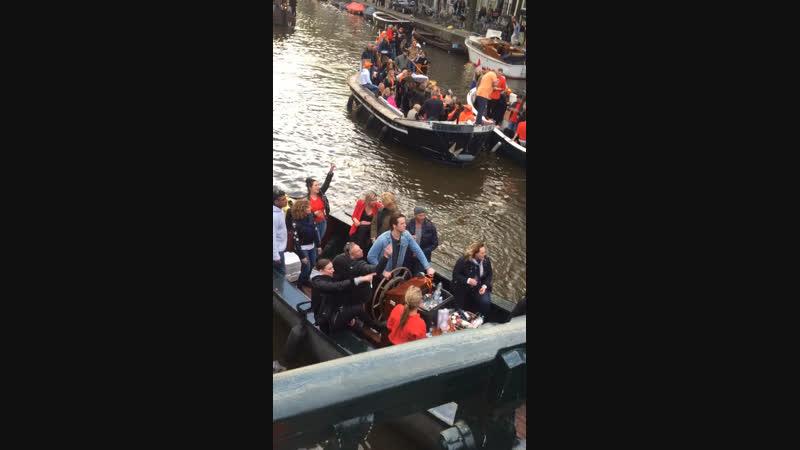 27.04.2018г. Голландия. Амстердам. День Короля. Все в оранжевом.