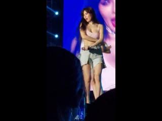 hyuna slapping soojin's butt