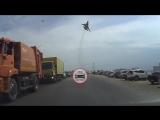 Самолет над пляжем в Крыму