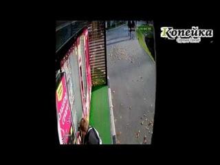 Подростки-вандалы повредили торговые аппараты на Келарской набережной