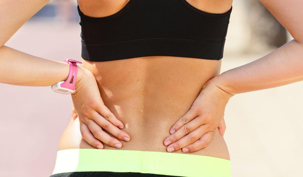 Каковы общие причины болей в спине у женщин?