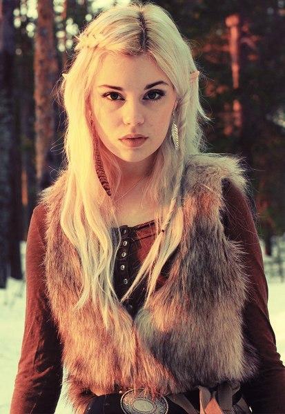 Скандинавы верили, что в Льюсальвхейме живут дивные создания, внешне мало чем отличающиеся от людей  нестареющая, прекрасная раса светлых альвов (эльфов