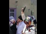 Невеста стреляет из пистолета! Instagram.com/caucasian_dances