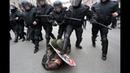 Полиция нападает на людей на демонстрации 1 МАЯ