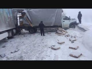 Массовая авария на трассе Сызрань - Волгоград - Саратов