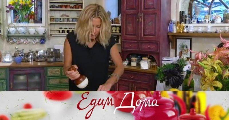 «Едим Дома»: лимонный творожник, телячьи почки по-строгановски и теплый салат из булгура и нута
