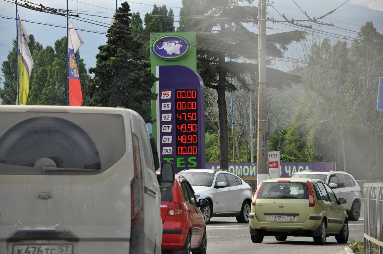 Заправка TES (цены чуть дороже, чем ATAN). На машине в Крым