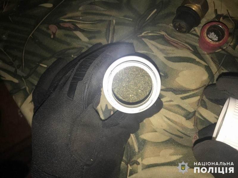 Житель Славянска наркоманил в доме собственной матери