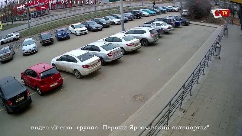 В Ярославле подростки-вандалы повредили 8 автомобилей
